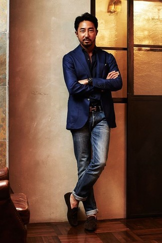 Reach for a black long sleeve shirt and navy jeans for a Sunday lunch with friends. Dark brown suede driving shoes look awesome here. This combination isn't a hard one to nail and it's summer-friendly, which is important when it's roasting hot outside.