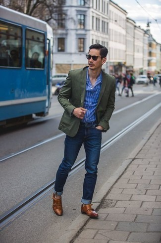 How to Wear a Dark Green Blazer For Men: For a never-failing smart option, you can always rely on this combination of a dark green blazer and navy jeans. Rock a pair of tobacco leather double monks to shake things up.