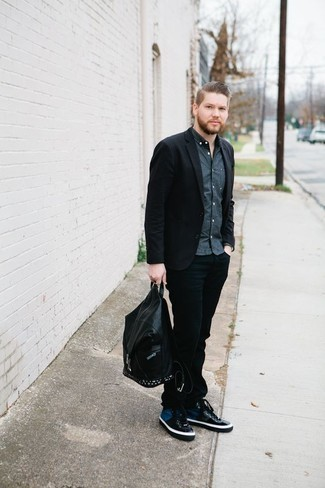 How to Wear Black Jeans In Warm Weather For Men: This combination of a black blazer and black jeans is a must-try casually sleek getup for today's man. Bring a playful vibe to your look by slipping into a pair of navy canvas high top sneakers.