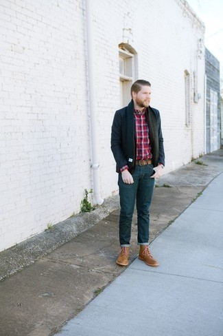 Men's Looks & Outfits: What To Wear In 2020: A navy blazer and navy jeans are among those versatile pieces that have become the crucial elements in our wardrobes. A pair of tan leather casual boots is a fail-safe footwear style that's full of personality.