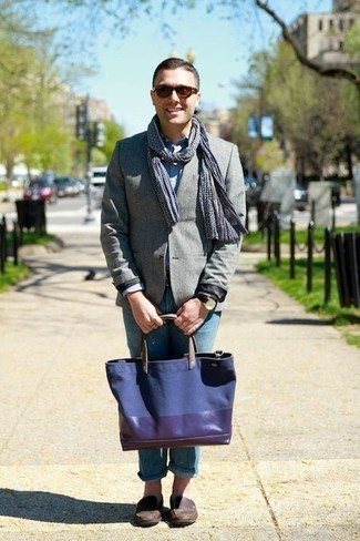 How to Wear a Navy Canvas Tote Bag For Men: For a casually stylish getup, rock a grey blazer with a navy canvas tote bag — these pieces fit beautifully together. If you want to feel a bit fancier now, complete your look with dark brown leather loafers. A great getup to blend in with a more mature crowd.