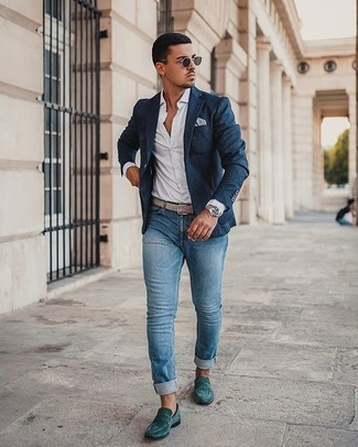 Blue Jeans Outfits For Men: As you can see, looking stylish doesn't require that much effort. Just reach for a navy blazer and blue jeans and be sure you'll look incredibly stylish. Channel your inner Idris Elba and elevate your getup with dark green suede loafers.