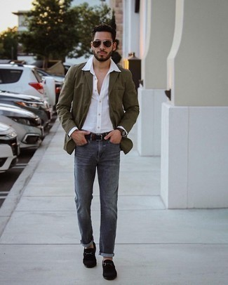 Charcoal Jeans Warm Weather Outfits For Men: Inject a dash of effortless elegance into your current arsenal with an olive blazer and charcoal jeans. For something more on the classy end to complement your getup, complement this outfit with black suede loafers.