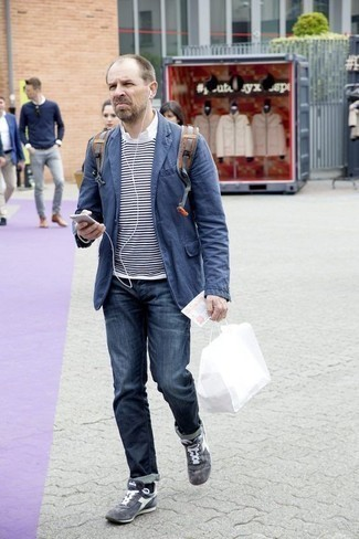 How to Wear a Grey Canvas Backpack For Men: Extremely dapper and functional, this pairing of a blue blazer and a grey canvas backpack delivers variety. Let your sartorial skills really shine by finishing off your look with a pair of grey athletic shoes.