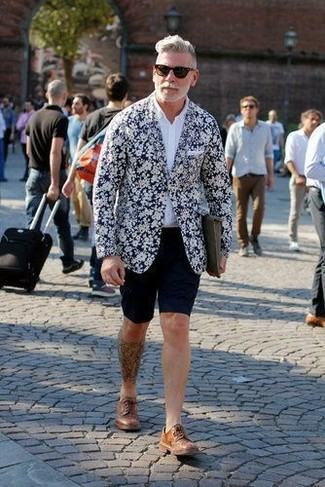 How to Wear Brown Leather Derby Shoes After 50: A navy and white floral blazer and navy shorts are the kind of a winning casual combination that you so desperately need when you have no time to dress up. And if you wish to immediately bump up your ensemble with shoes, complement your getup with a pair of brown leather derby shoes.