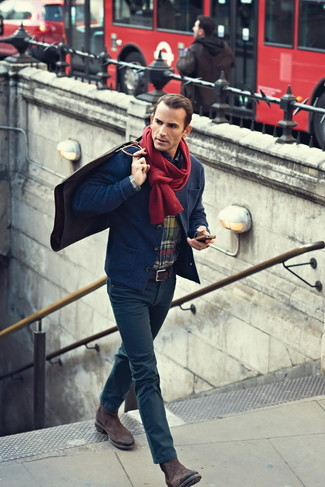 This combination of a navy knit blazer and a red scarf is hard proof that a safe ensemble doesn't have to be boring. Throw in a pair of dark brown suede chelsea boots for a masculine aesthetic. You can rest assured this outfit is ideal for fluctuating autumn weather.