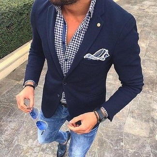 This combination of a white and navy long sleeve shirt and blue slim jeans is perfect for a night out or smart-casual occasions. Smarten up your outfit with black leather double monks.