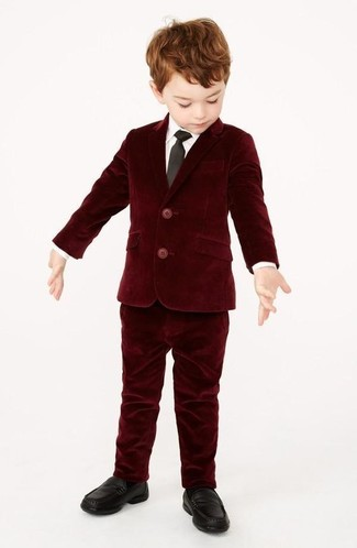 Go for a classic style for your little angel with a burgundy velvet blazer and burgundy velvet trousers. And why not add black loafers to the mix?