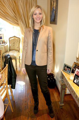How to wear: tan blazer, charcoal long sleeve t-shirt, dark brown jeans, dark brown suede pumps