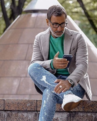 Green Long Sleeve T-Shirt Outfits For Men: This pairing of a green long sleeve t-shirt and light blue ripped jeans is solid proof that a safe casual look doesn't have to be boring. Amp up this outfit by slipping into a pair of white canvas low top sneakers.