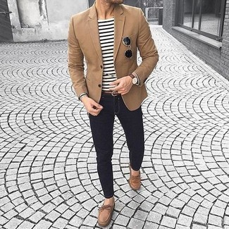 How to wear: brown blazer, white and black horizontal striped long sleeve t-shirt, black skinny jeans, brown suede boat shoes