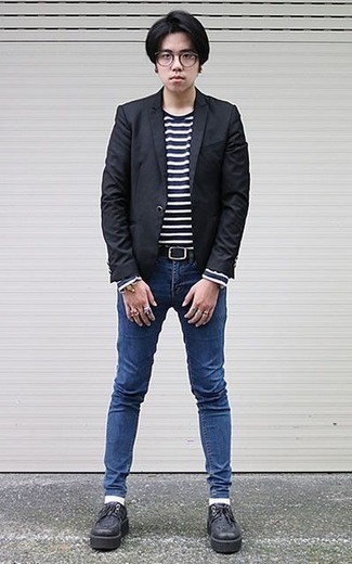 How to Wear Blue Skinny Jeans For Men: A black blazer and blue skinny jeans are among the key elements in any gent's functional off-duty wardrobe. To bring a little fanciness to this ensemble, complement your outfit with black chunky leather derby shoes.