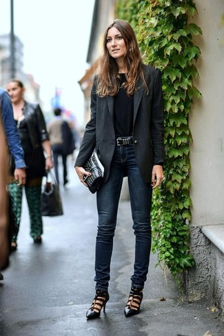 How to wear: black vertical striped blazer, black long sleeve t-shirt, navy skinny jeans, black cutout leather pumps