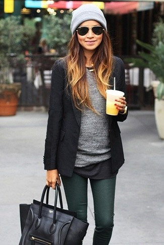 A black blazer and dark green skinny jeans is a good combination to carry you throughout the day.
