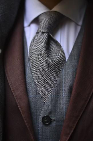 Cómo combinar: blazer marrón, chaleco de vestir a cuadros gris, camisa de vestir blanca, corbata de tartán gris