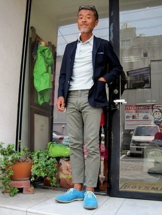 How to Wear Mint Pants For Men: A navy blazer and mint pants are among the basic elements of a good menswear collection. On the shoe front, go for something on the dressier end of the spectrum and finish off this ensemble with a pair of light blue suede oxford shoes.