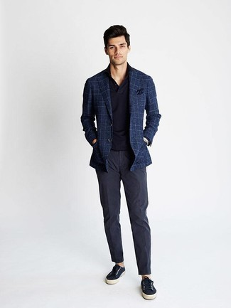 How to Wear a Silver Watch For Men: A navy plaid blazer and a silver watch are a great outfit formula to have in your casual arsenal. Complement this outfit with navy canvas low top sneakers to completely spice up the ensemble.