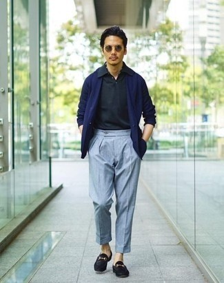 How to Wear a Navy Blazer For Men: This combination of a navy blazer and light blue dress pants is extra smart and provides instant class. A good pair of black suede loafers pulls this ensemble together.