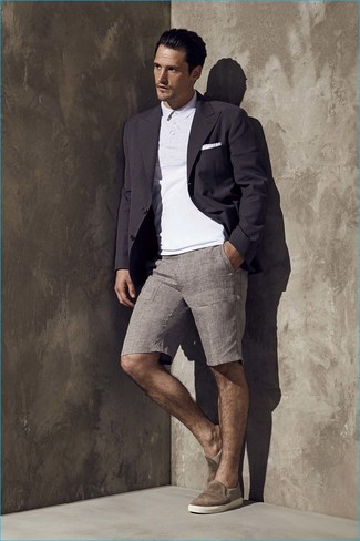 No matter where you go over the course of the day, you'll be stylishly prepared in a black blazer and grey shorts. Slip-on sneakers will add a new dimension to an otherwise classic look.