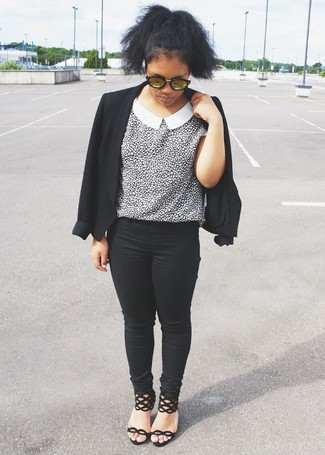If you're a fan of classic pairings, then you'll like this combination of a black blazer jacket and black skinny jeans. Dress up this look with black suede heeled sandals.