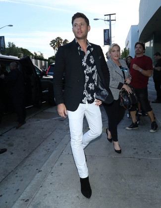 How to wear: black blazer, black and white print short sleeve shirt, white chinos, black suede chelsea boots