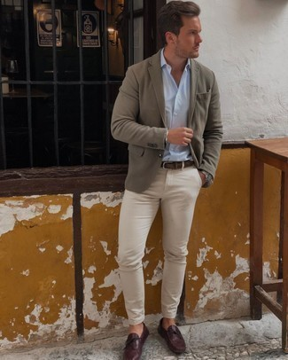 Dark Brown Leather Belt Outfits For Men: The combo of an olive blazer and a dark brown leather belt makes for a killer casual menswear style. Put a different spin on your ensemble by finishing off with burgundy leather driving shoes.
