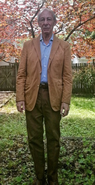 568+ Outfits For Men After 60: Indisputable proof that a tan blazer and brown dress pants are awesome together in a sophisticated look for a modern gentleman. Dark brown leather derby shoes are a smart choice to finish off your look. An excellent idea for men in their 60s!