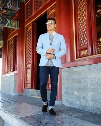 Light Blue Blazer Outfits For Men: Dress in a light blue blazer and navy jeans if you're aiming for a proper, on-trend look. For times when this look appears all-too-fancy, dial it down by finishing with black suede driving shoes.
