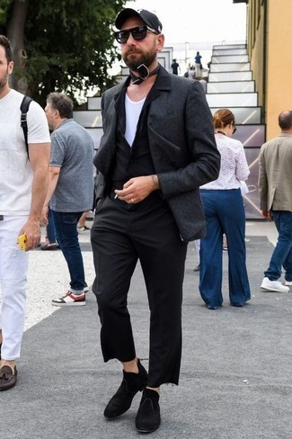 How to Wear a Black Short Sleeve Shirt For Men: This off-duty combination of a black short sleeve shirt and black chinos is capable of taking on different forms according to how you style it out. Feeling brave today? Switch things up by slipping into black suede chelsea boots.