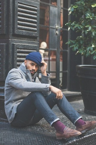 How to wear: grey wool blazer, navy skinny jeans, brown leather loafers, blue beanie