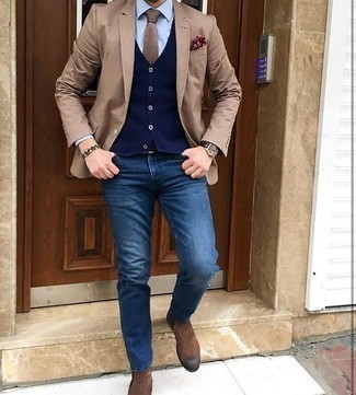 How to Wear a Tan Tie For Men: A tan blazer and a tan tie? This look will make ladies go weak in the knees. For something more on the cool and laid-back end to complement your getup, introduce brown suede chelsea boots to this ensemble.