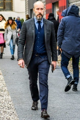 How to Wear Navy Horizontal Striped Socks For Men: A charcoal plaid blazer and navy horizontal striped socks are a great combination to have in your current styling lineup. You could perhaps get a little creative with footwear and lift up this look by slipping into a pair of charcoal leather oxford shoes.