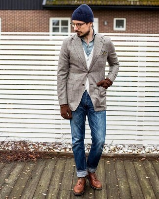 How to Wear Blue Jeans For Men: Why not pair a beige plaid blazer with blue jeans? These items are super comfortable and will look great when combined together. For something more on the elegant end to complement your outfit, complement this look with tobacco leather casual boots.