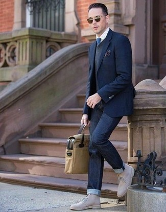 Beige Suede Desert Boots Outfits: A navy blazer and navy jeans combined together are a sartorial dream for guys who prefer sophisticated combos. Complement this getup with beige suede desert boots et voila, your look is complete.