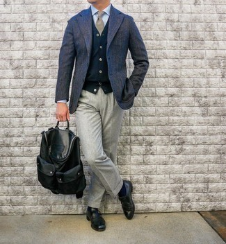 Tan Plaid Tie Outfits For Men: You'll be amazed at how very easy it is to pull together this classy ensemble. Just a navy herringbone wool blazer and a tan plaid tie. This ensemble is finished off perfectly with a pair of black leather monks.