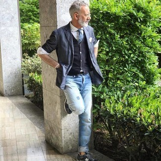 Light Blue Ripped Jeans Outfits For Men After 50: To create a laid-back look with a modern take, you can rock a navy linen blazer and light blue ripped jeans. A pair of charcoal athletic shoes will bring an easy-going touch to your look. This pairing should inspire anyone who had doubts about sporting casual outfits as a guy over 50.