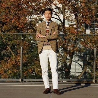 White Jeans Outfits For Men: A tan houndstooth blazer and white jeans are a combo that every sharp gentleman should have in his off-duty collection. Feeling bold today? Polish up this outfit by slipping into a pair of dark brown suede tassel loafers.