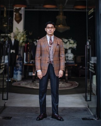Brown Plaid Tie Outfits For Men: Pairing a tobacco plaid wool blazer with a brown plaid tie is a nice choice for a sharp and refined look. Complement this ensemble with a pair of burgundy leather derby shoes and the whole outfit will come together brilliantly.