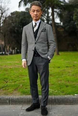 Charcoal Dress Pants Outfits For Men: Loving how this combination of a white and black houndstooth blazer and charcoal dress pants immediately makes men look elegant and dapper. Let your sartorial prowess really shine by finishing this getup with a pair of black suede monks.