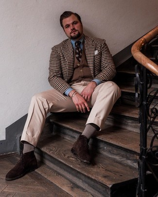 Men's Outfits 2021: Putting together a brown gingham blazer with beige dress pants is a nice option for a stylish and refined look. Dark brown suede desert boots are a guaranteed way to give a hint of stylish casualness to your ensemble.