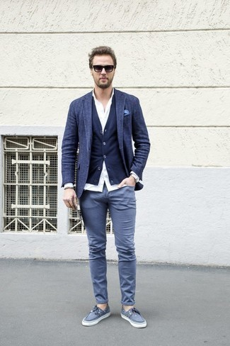 How to Wear a Navy Wool Blazer For Men: A navy wool blazer and grey chinos are a pairing that every smart gent should have in his menswear collection. Punch up this ensemble with a pair of grey canvas boat shoes.