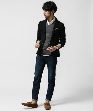 How to Wear a Grey Sweater Vest For Men: A grey sweater vest and navy jeans? Make no mistake, this outfit will make ladies swoon. A pair of brown suede driving shoes easily ramps up the appeal of this ensemble.