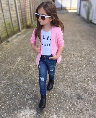 How to wear: pink blazer, white t-shirt, navy jeans, black boots