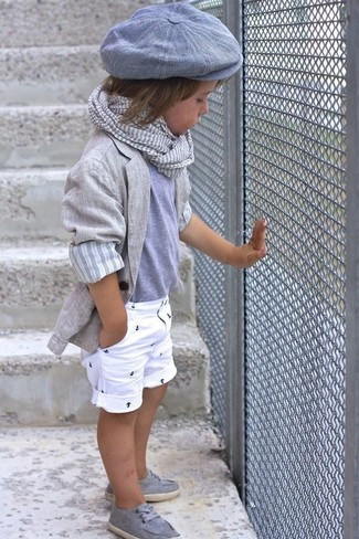 How to wear: grey blazer, grey t-shirt, white shorts, grey boat shoes