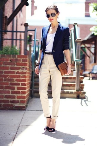 Look stylish yet practical in a navy blazer and Dockers Misses Metro Trouser. This outfit is complemented perfectly with black leather heeled sandals. So as you can see, this is a kick-ass idea for spring and summer.