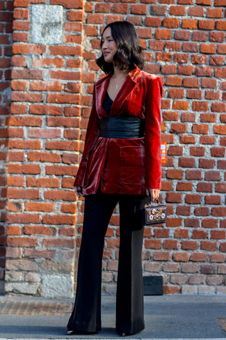 Dress in a red velvet blazer and black flare pants to bring out the stylish in you. When it comes to footwear, this ensemble is finished off nicely with black leather ankle boots. A look like this makes it easy to embrace the colder months.