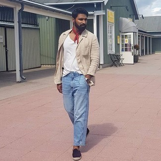 Bandana Outfits For Men: Pair a beige linen blazer with a bandana to assemble an urban and practical ensemble. And if you wish to immediately up the ante of this look with a pair of shoes, add a pair of navy canvas espadrilles to the equation.