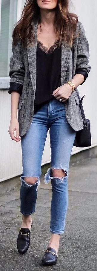 Make a grey plaid blazer and Topshop Jamie Ripped High Rise Ankle Skinny Jeans your outfit choice to get a laid-back yet stylish look. A cool pair of black leather loafers is an easy way to upgrade your look. We love how this getup gets you excited for the fall season in seconds time.