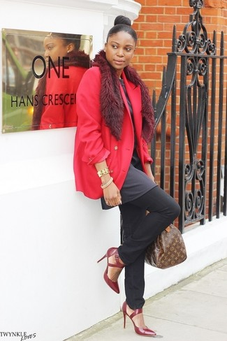 How to wear: red blazer, charcoal tunic, black jeans, burgundy leather pumps