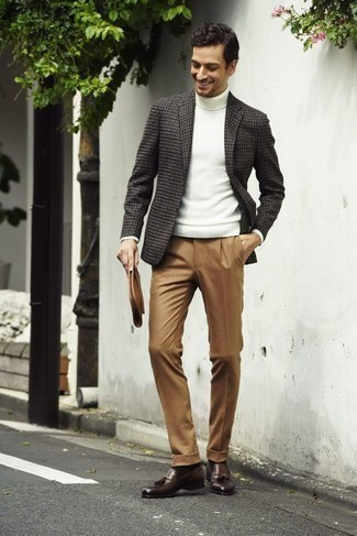 How to Wear a Brown Leather Zip Pouch For Men: A charcoal houndstooth blazer and a brown leather zip pouch will give off a cool and casual vibe. Not sure how to complement this getup? Wear brown leather tassel loafers to kick it up.